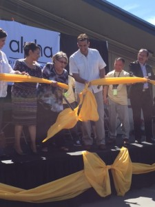 Blanca Alvarado cuts the opening ribbon at the Alpha Parent Center.  Karen Martinez (left), Parent Center Manager, and Sam Riccardo (right), San Jose Mayor, assist her.